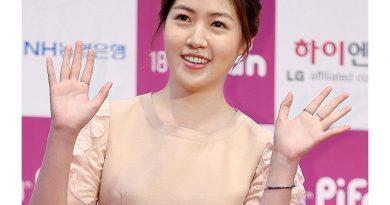 shim eun kyung 1 1 390x205 - Shim Eun-kyung Biography - life Story, Career, Awards, Age, Height