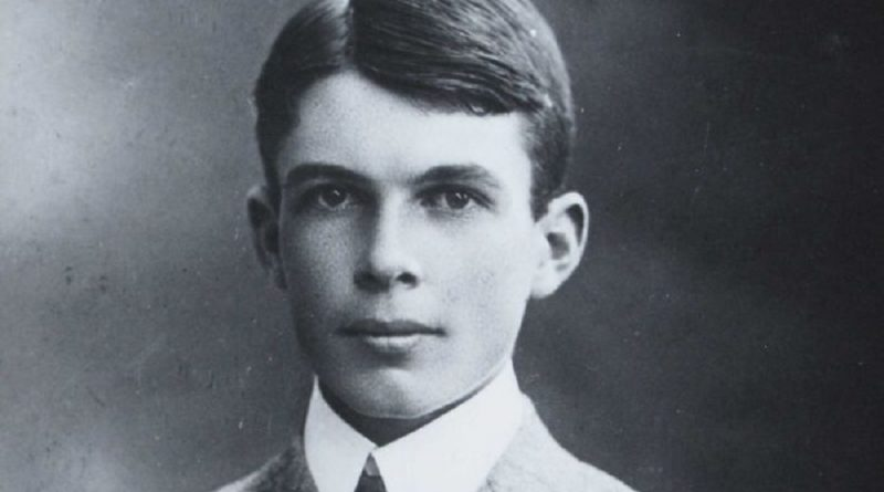 sir william lawrence bragg 6 800x445 - Sir William Lawrence Bragg Biography - life Story, Career, Awards, Age, Height