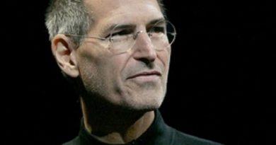 steve jobs 3 4 390x205 - Steve Jobs Biography - life Story, Career, Awards, Age, Height