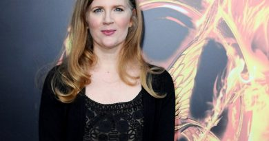 suzanne collins 1 390x205 - Suzanne Collins Biography - life Story, Career, Awards, Age, Height