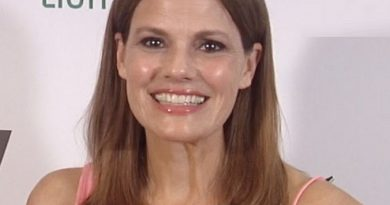 suzanne cryer 1 390x205 - Suzanne Cryer Biography - life Story, Career, Awards, Age, Height