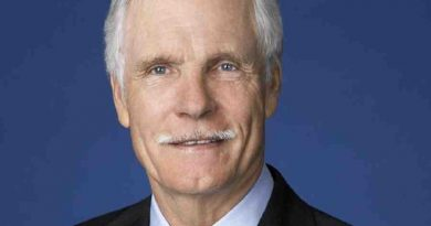 ted turner 6 390x205 - Ted Turner Biography - life Story, Career, Awards, Age, Height