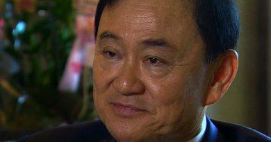 thaksin shinawatra 3 390x205 - Thaksin Shinawatra Biography - life Story, Career, Awards, Age, Height