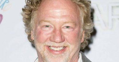 timothy busfield 1 390x205 - Timothy Busfield Biography - life Story, Career, Awards, Age, Height