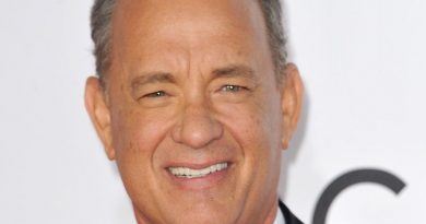 tom hanks 9 390x205 - Tom Hanks Biography - life Story, Career, Awards, Age, Height