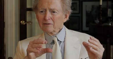 tom wolfe 2 390x205 - Tom Wolfe Biography - life Story, Career, Awards, Age, Height