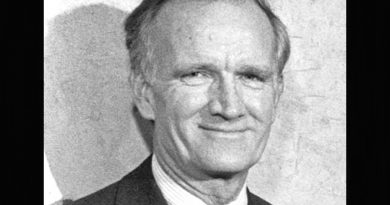val logsdon fitch 1 1 390x205 - Val Logsdon Fitch Biography - life Story, Career, Awards, Age, Height