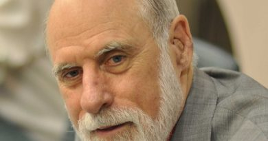 vint cerf 1 390x205 - Vint Cerf Biography - life Story, Career, Awards, Age, Height