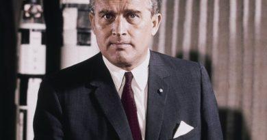 wernher von braun 3 390x205 - Wernher Von Braun Biography - life Story, Career, Awards, Age, Height