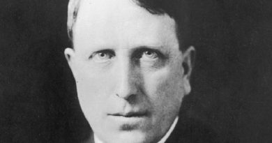 william randolph hearst 2 390x205 - William Randolph Hearst Biography - life Story, Career, Awards, Age, Height