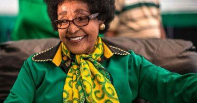 winnie madikizela mandela 7 390x205 - Winnie Madikizela-Mandela Biography - life Story, Career, Awards, Age, Height