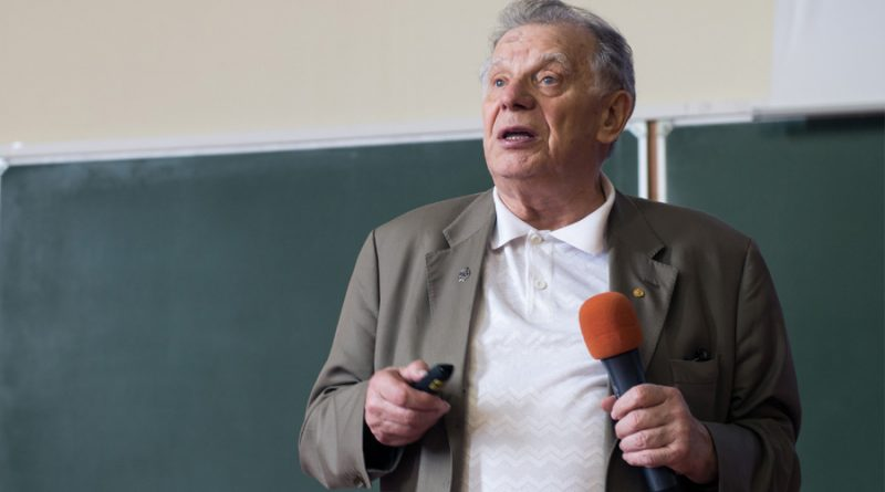 zhores ivanovich alferov 2 800x445 - Zhores Ivanovich Alferov Biography - life Story, Career, Awards, Age, Height